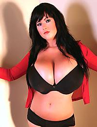 Busty Rachel Aldana poses with great yummy juggs in sexy black bra